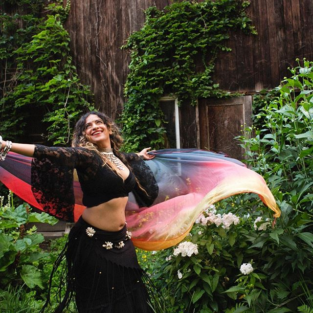 Today @ noon ! Drills & Thrills pop by at @soulfuelfitness_to for an 1.5 hour workshop exploring all the ways to get your shimmy on and veil for a sweet workout 💦✨ #trybellydance #bellydance #bellydancetoronto