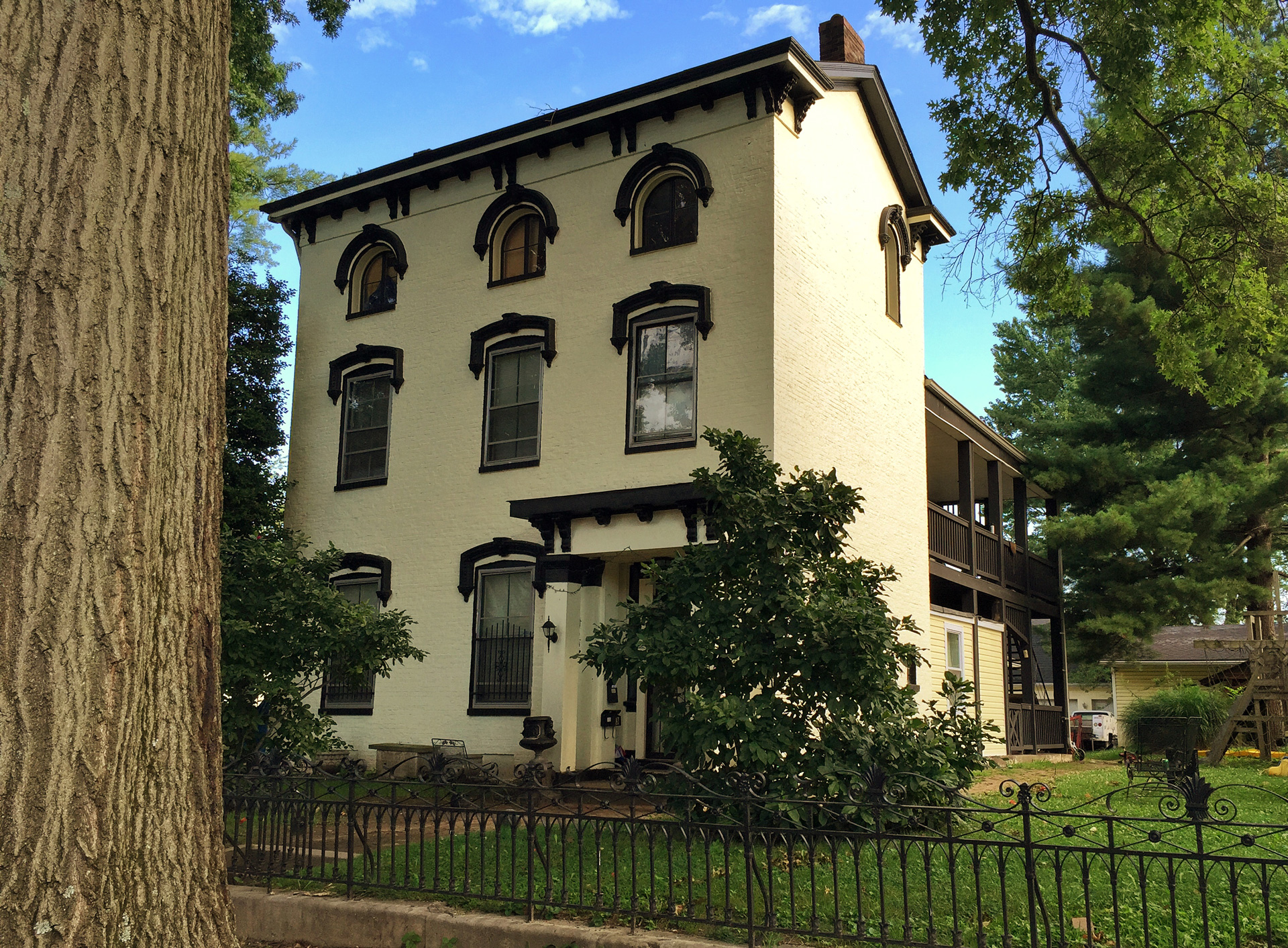 Antebellum Mansion,Northwestern Parkway