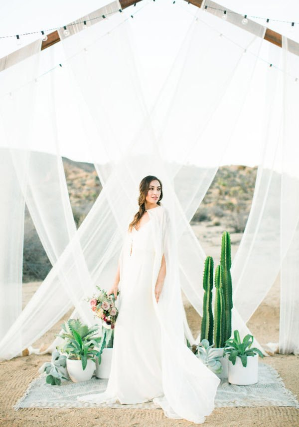 summer-2017-mywedding-desert-feature-birds-of-a-feather-ceremony-bride.jpg