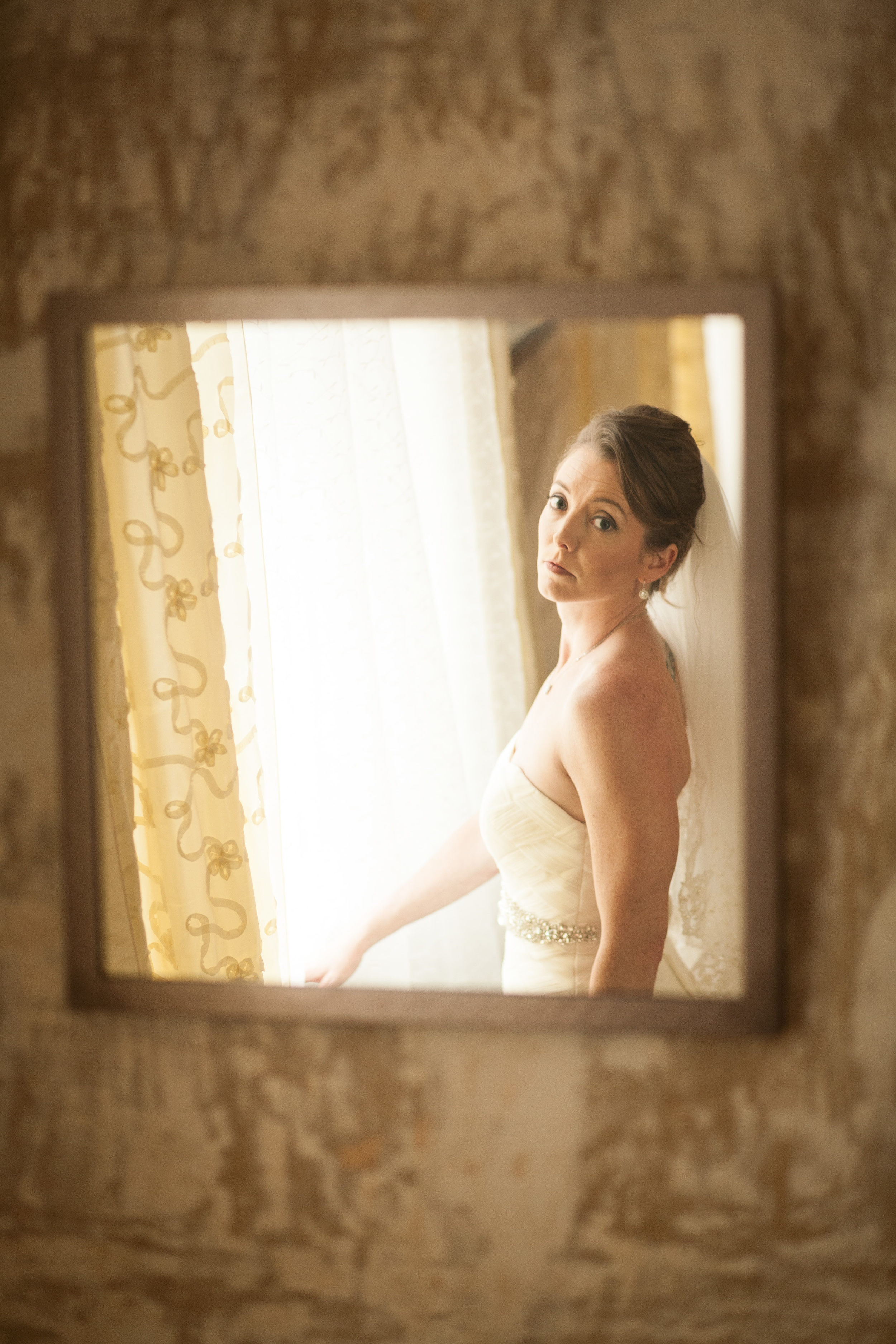 wedding photographer bent-lee carr the kyle house fincastle virginia bride in mirror