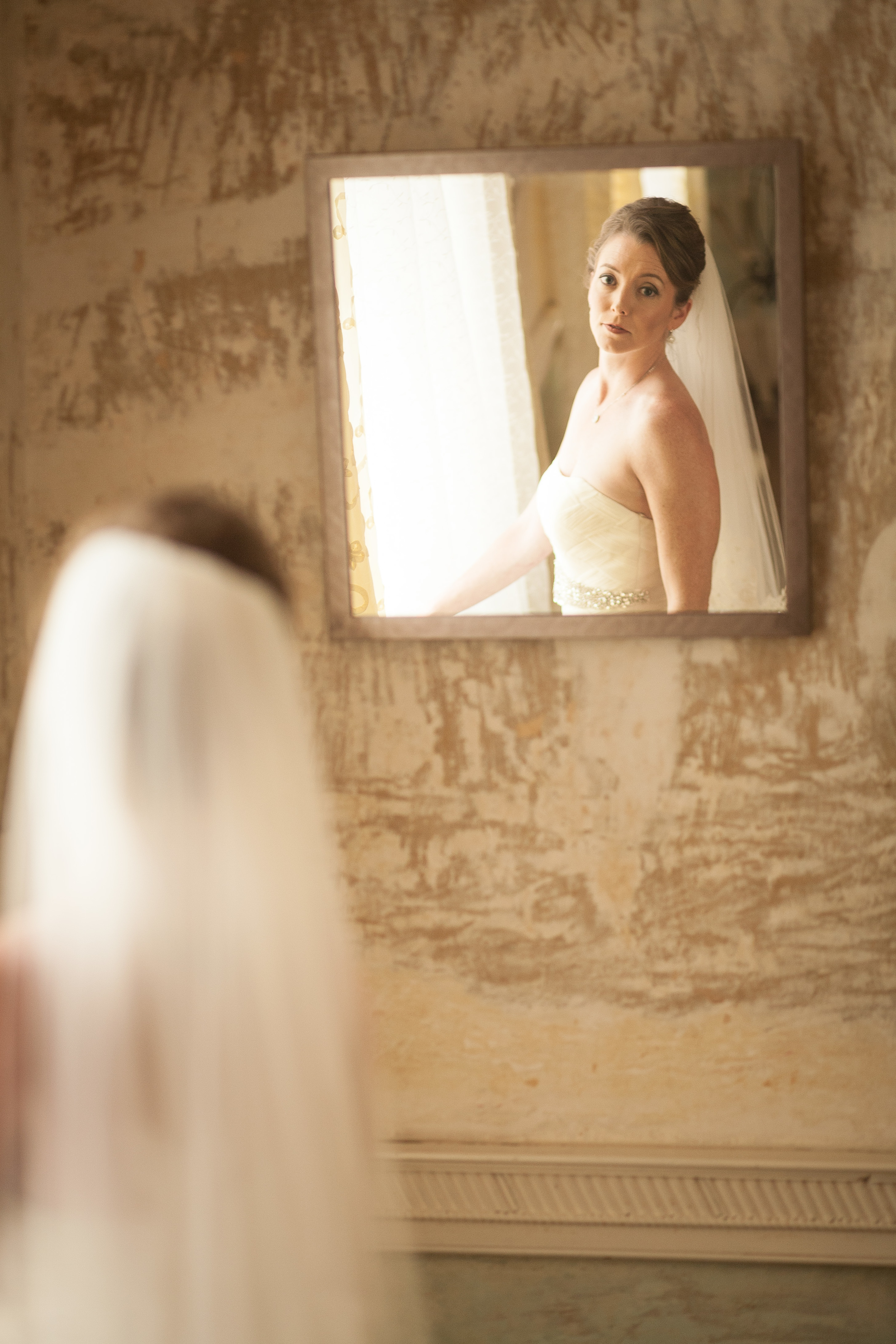 wedding photographer bent-lee carr bride looking into mirror at the kyle house fincastle virginia
