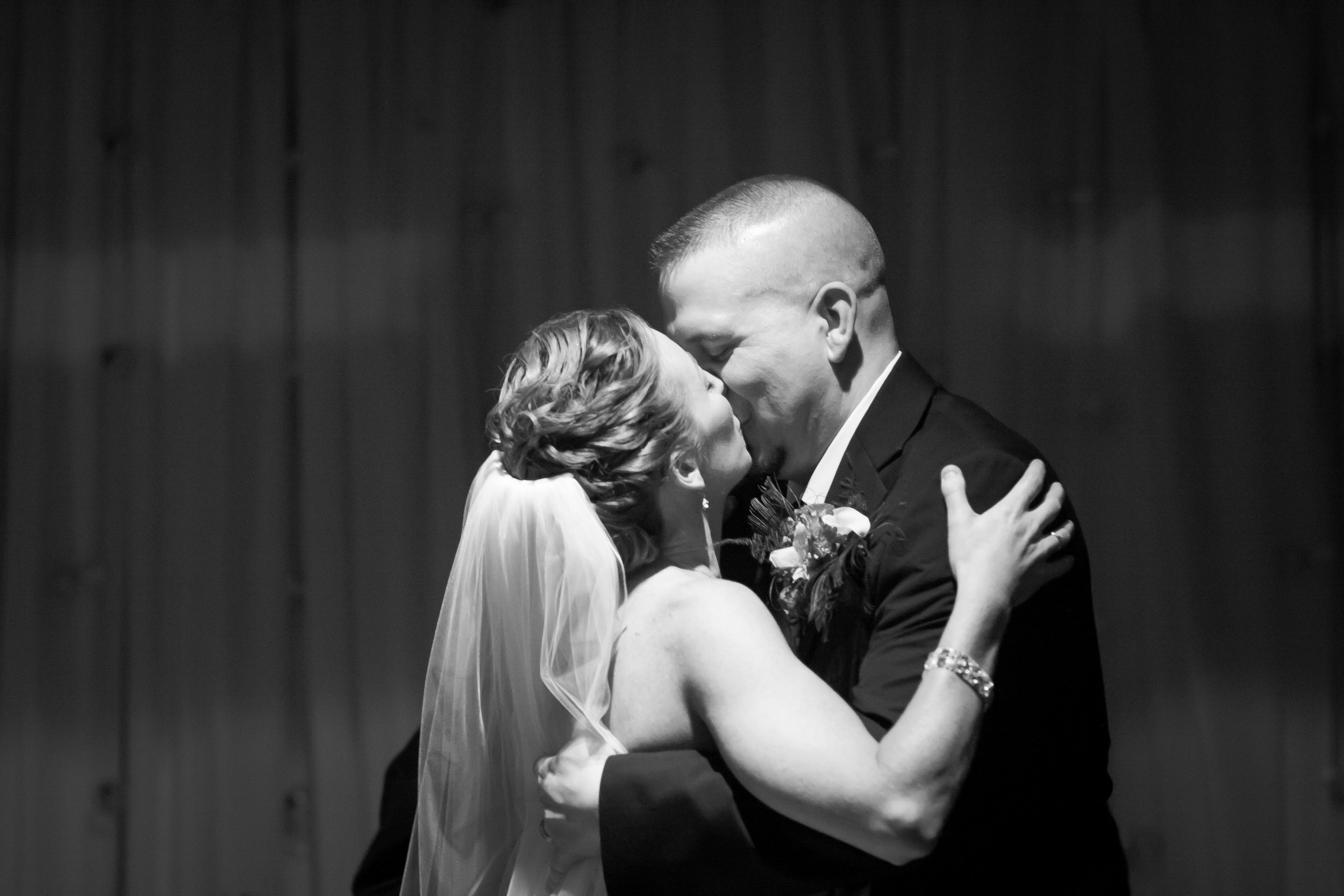 The kyle house wedding blacksburg wedding photographer bent-lee carr photography first kiss
