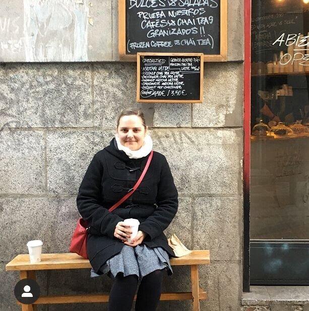 La autora en su barrio.