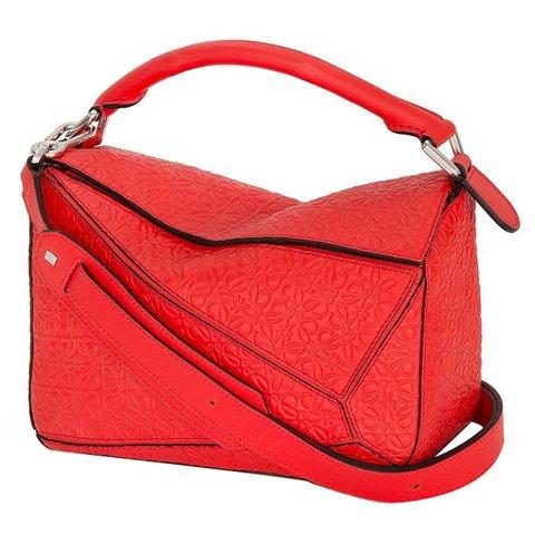 Loewe Puzzle kırmızı kol çantası, $1,990,  S atın almak için tıklayın