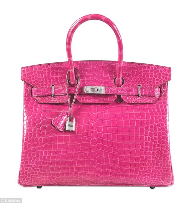 Timsah Derisi fuşya rengi Hermes Birkin çanta   , 18 ayar altın ve pırlatalanlarla işlenmiş. $222.000