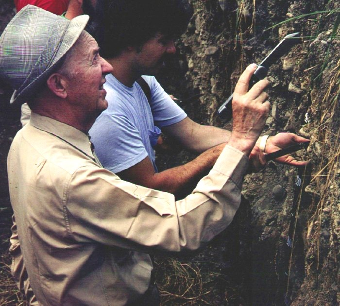 DR. ROY W. SIMONSON EXAMINING A SOIL PROFILE NEAR ITHACA, NY. TAKEN BY DR. RAY R. WEIL AND USED WITH RAY'S PERMISSION. IT ALSO APPEARS IN BLACK AND WHITE FORMAT ON PAGE 75 OF THE BRADY AND WEIL (2002) TEXTBOOK.
