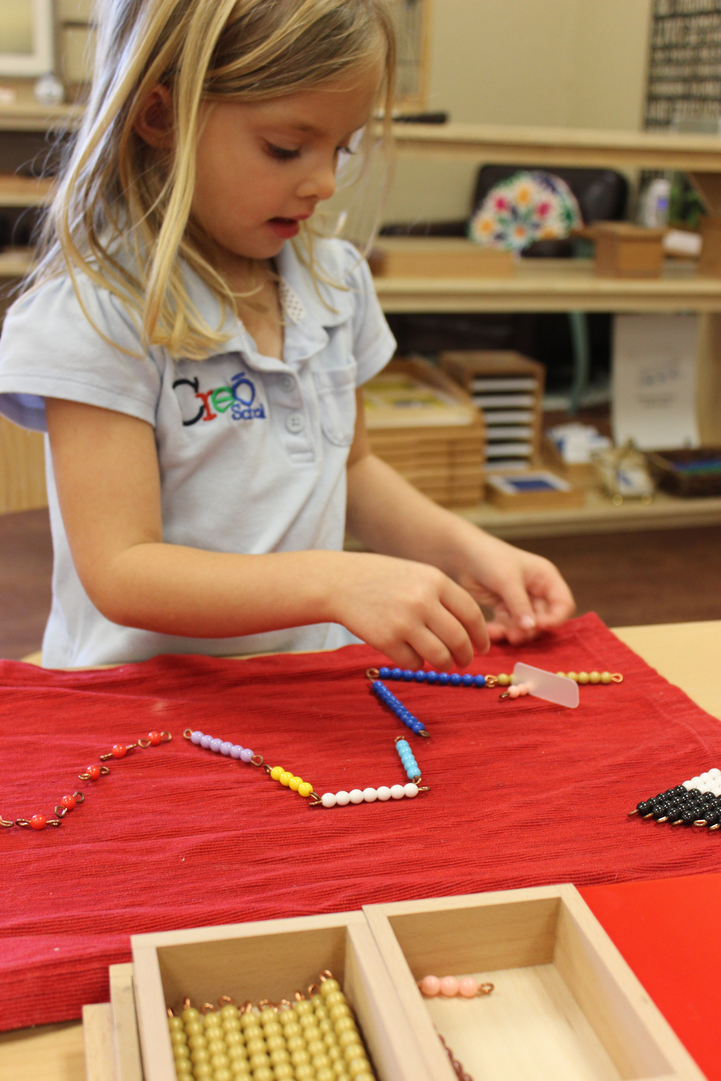 Snake Game is the first memorization material geared toward abstraction of essential combinations of addition. The concentration involved in this process is supreme.