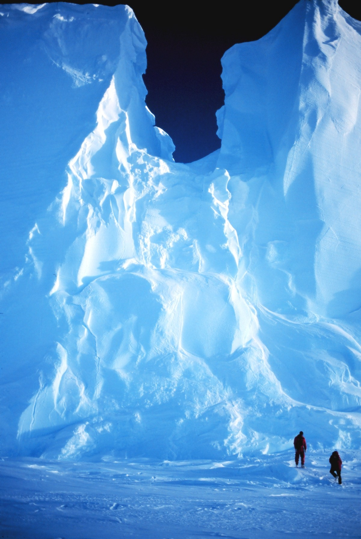 The Ross Ice Shelf at the Bay of Whales - the point where Amundsen staged his successful assault on the South Pole. Photo: NOAA