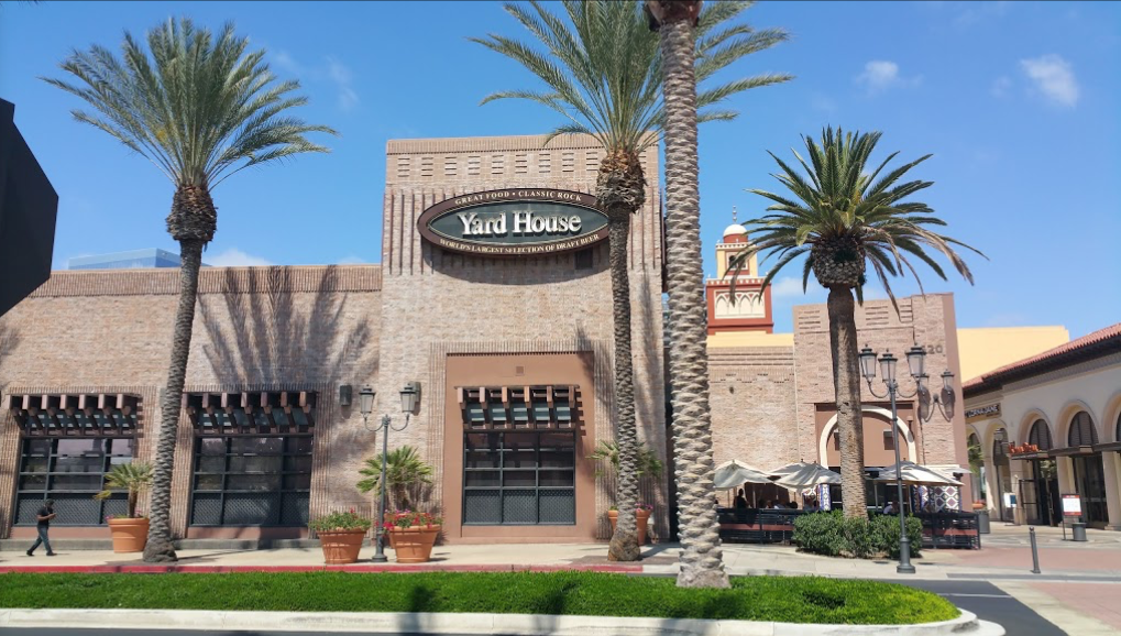 YardHouse Exterior.png