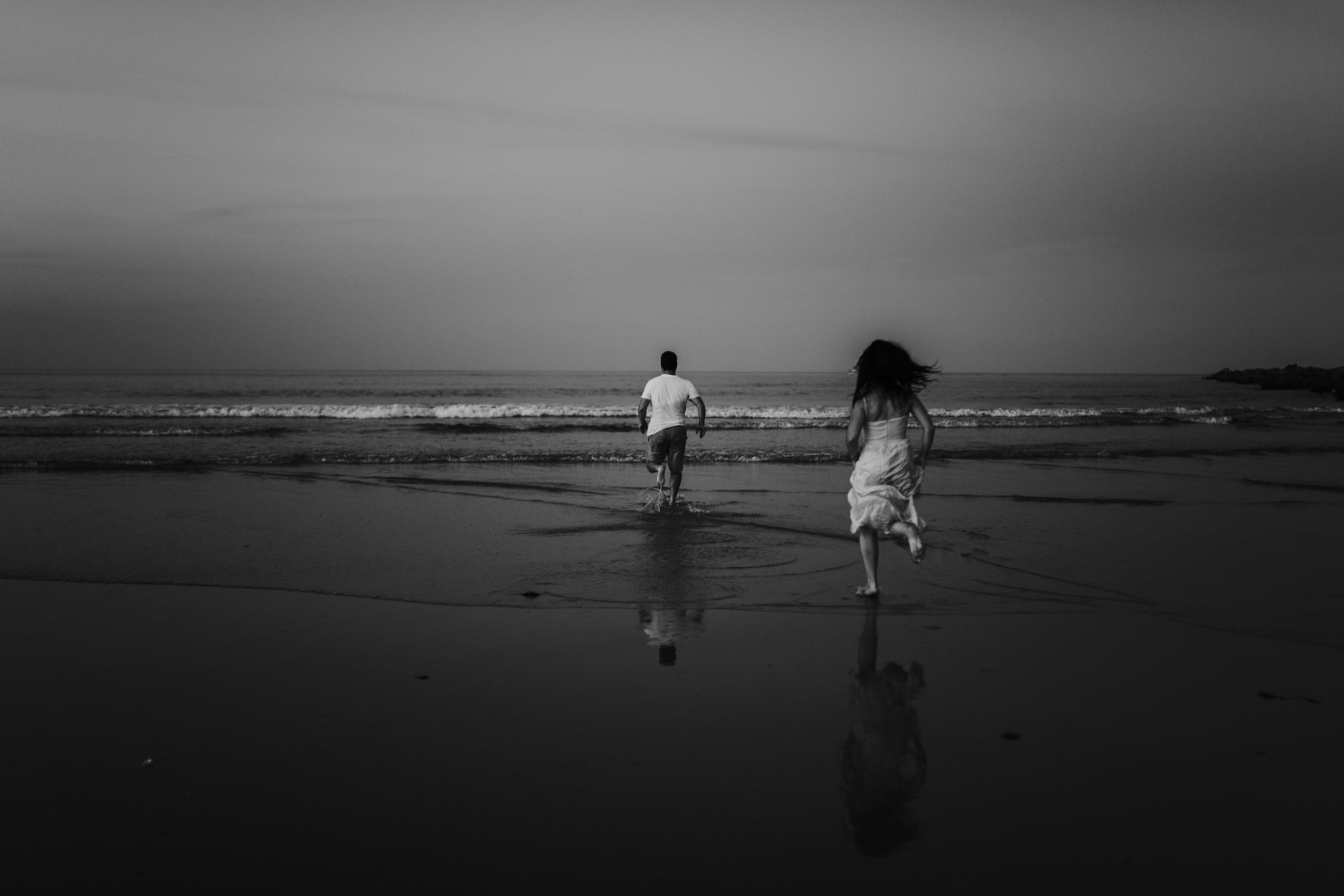 twyla jones photography - treasure coast florida - romantic anniversary session at the beach--26.jpg