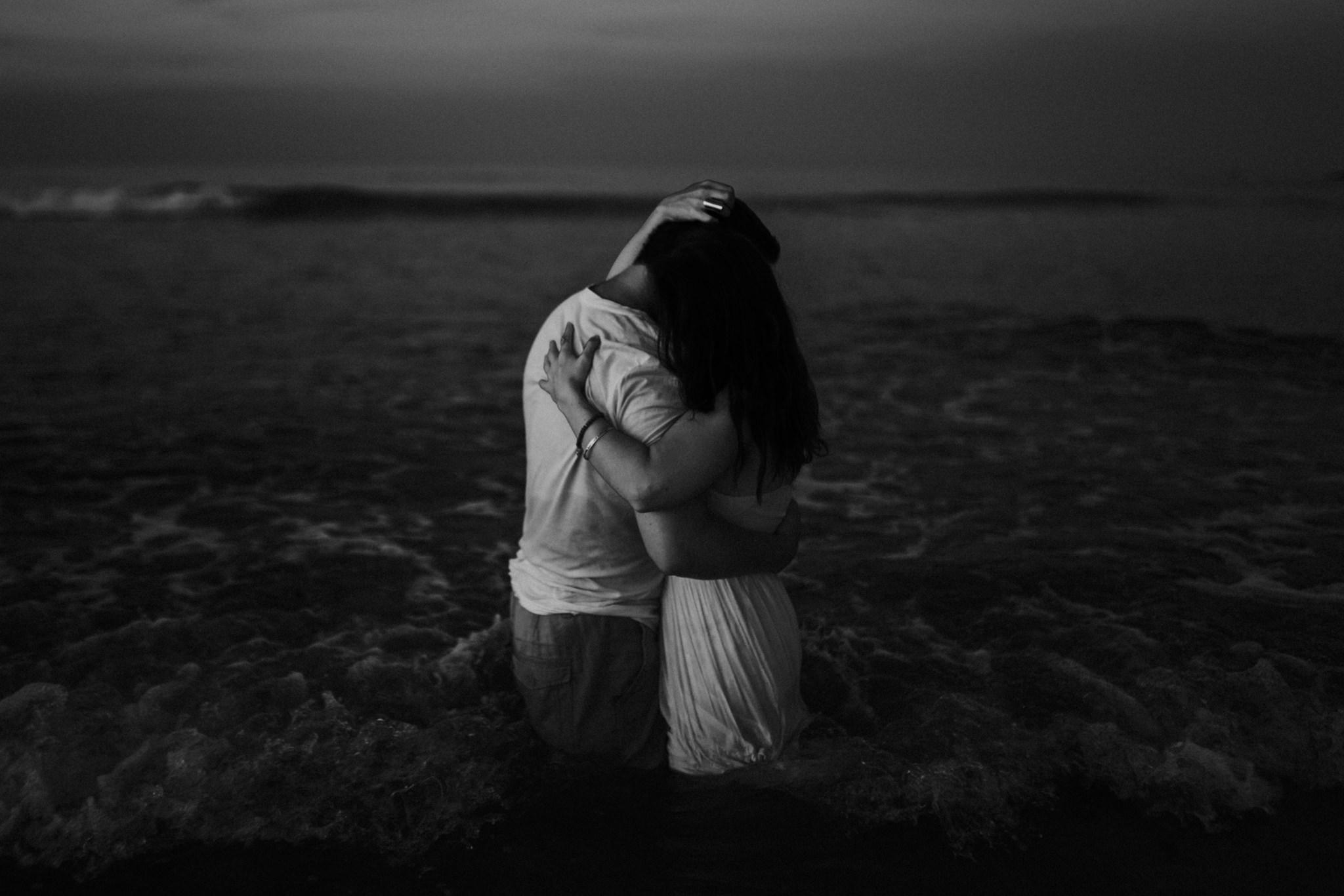 twyla jones photography - treasure coast florida - romantic anniversary session at the beach--17.jpg
