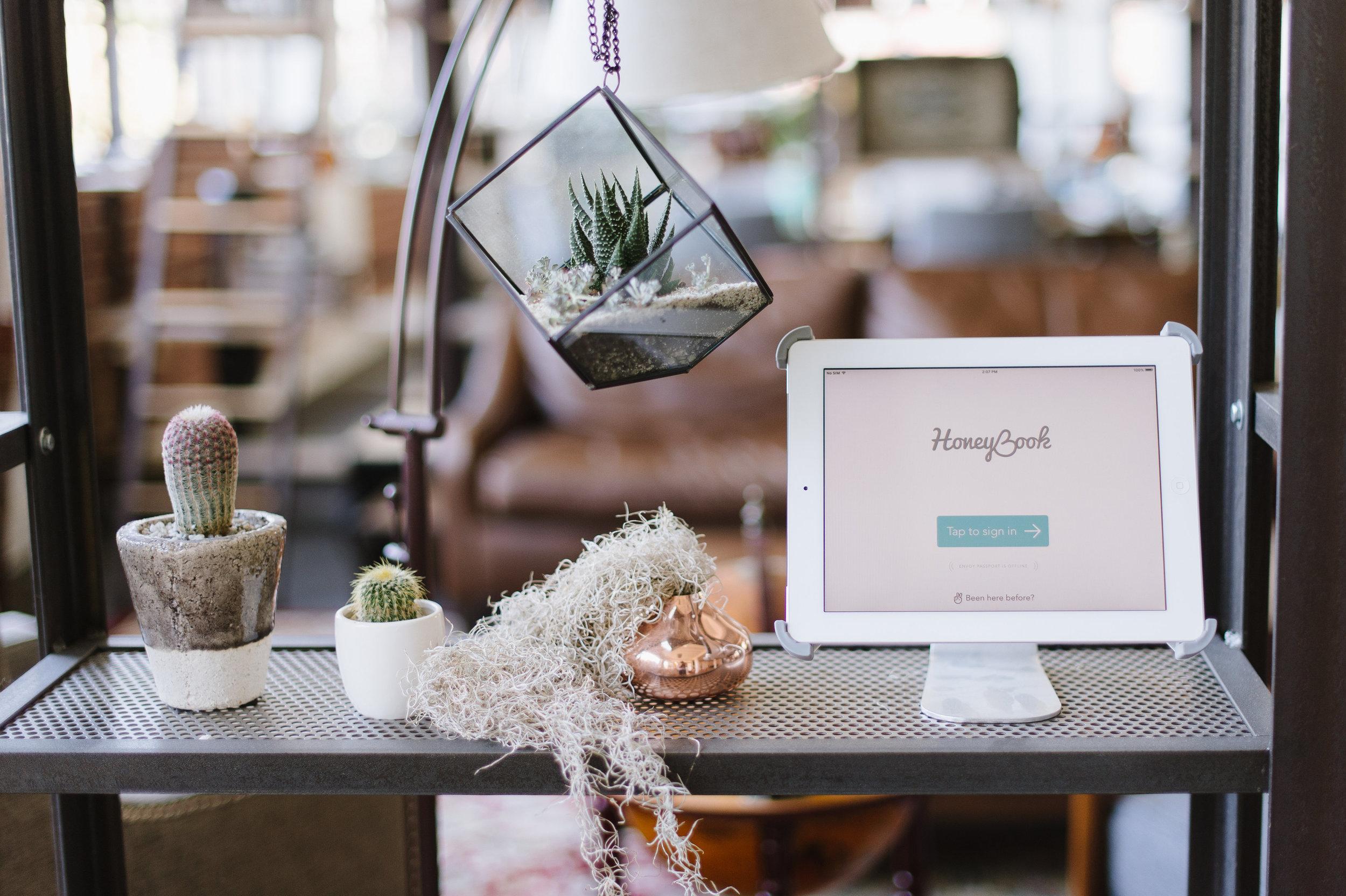 honeybook photographer client management software