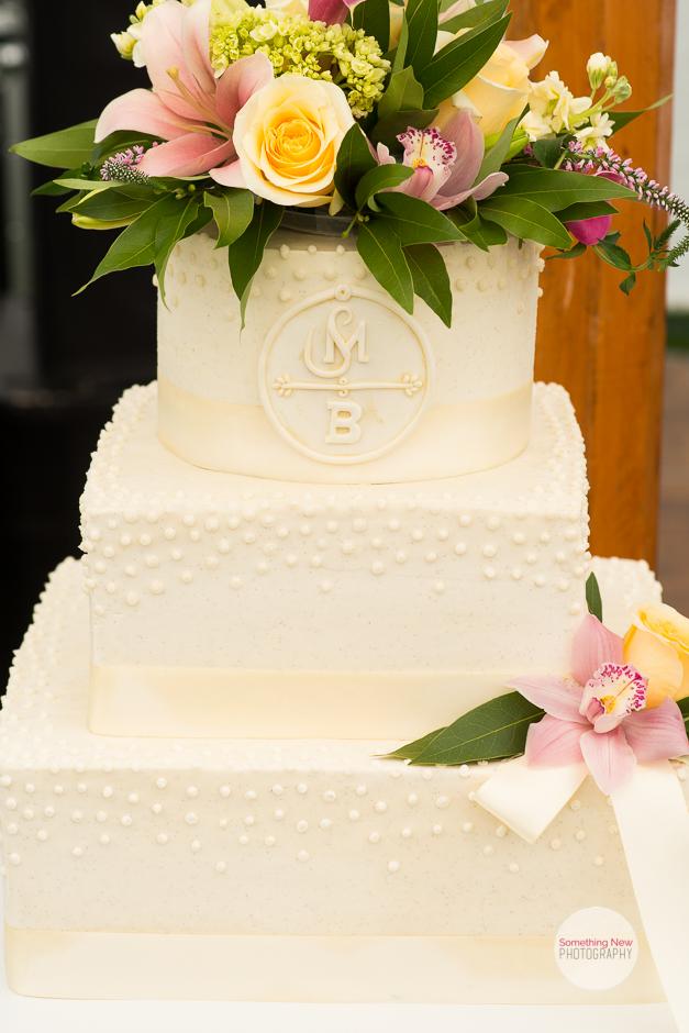 cake-elizabeth-wedding-photographer-in-maine10.jpg