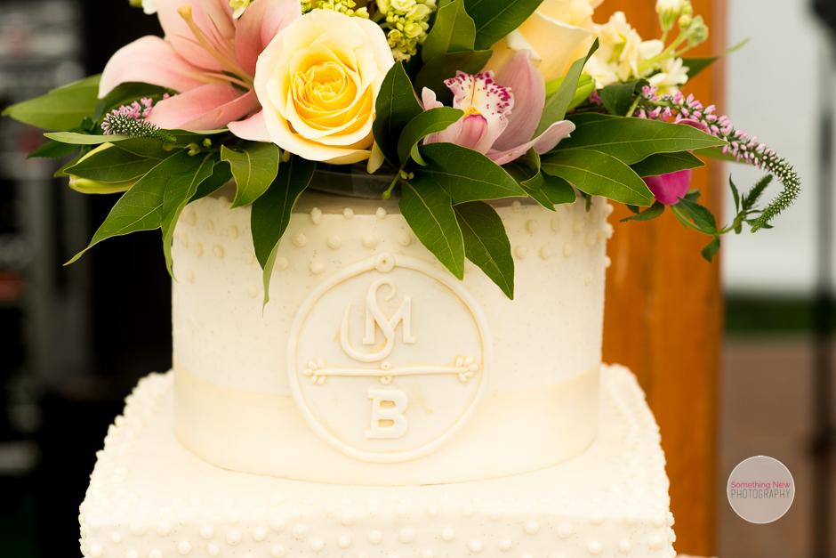 cake-elizabeth-wedding-photographer-in-maine12.jpg