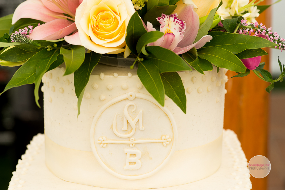 cake-elizabeth-wedding-photographer-in-maine14.jpg