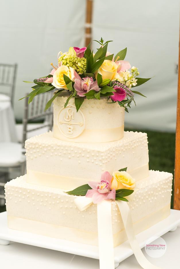 cake-elizabeth-wedding-photographer-in-maine29.jpg