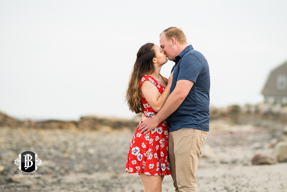 kristin-josh-fortunes-rocks-beach-engagement-photos-biddeford-pool-photographers-3.jpg