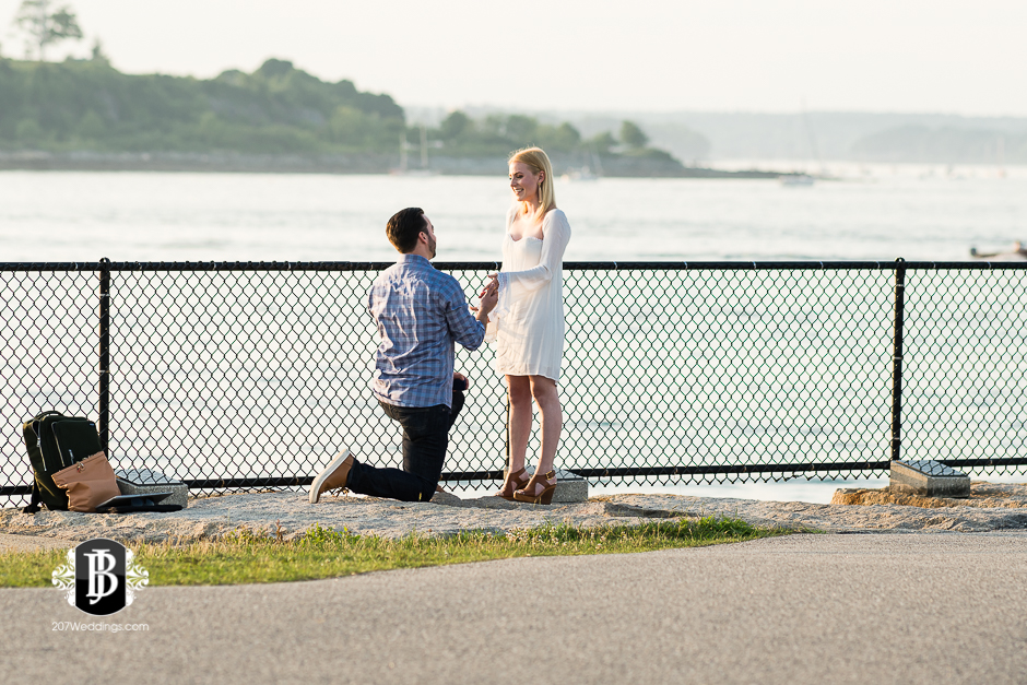 photographers-near-portland-me-portland-headlight-marriage-proposal-tyler-rachel-1.jpg