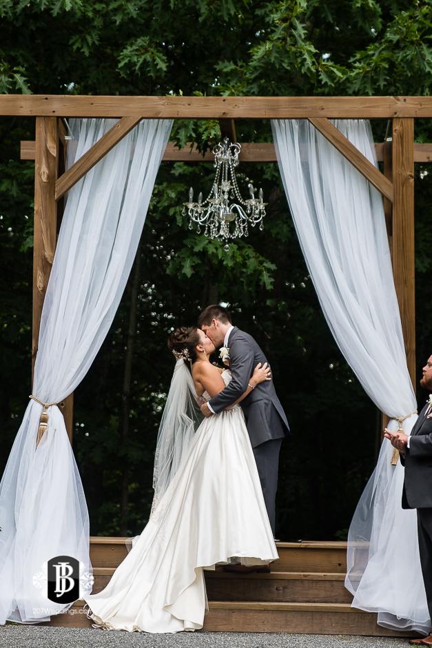 ellie-collin-barn-at-silver-oaks-estate-wedding-photographers-near-winthrop-maine-13.jpg