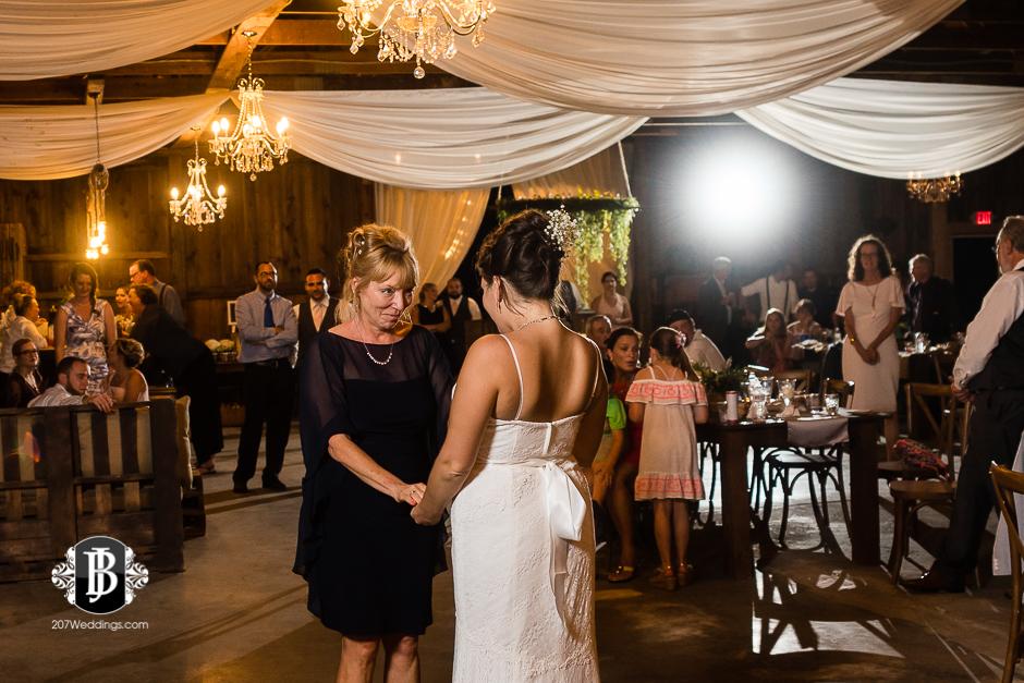 ellie-collin-barn-at-silver-oaks-estate-wedding-photographers-near-winthrop-maine-21.jpg