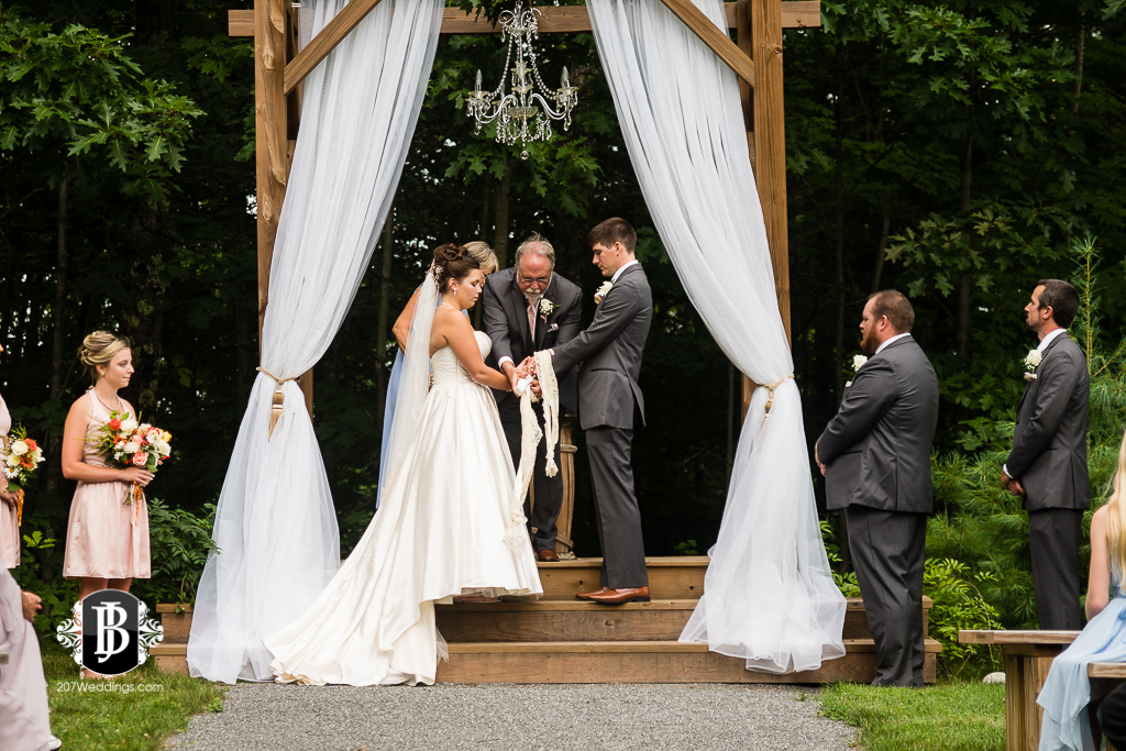 ellie-collin-barn-at-silver-oaks-estate-wedding-photographers-near-winthrop-maine-2.jpg