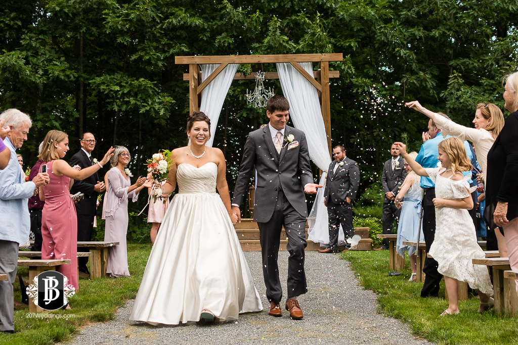 ellie-collin-barn-at-silver-oaks-estate-wedding-photographers-near-winthrop-maine-5.jpg