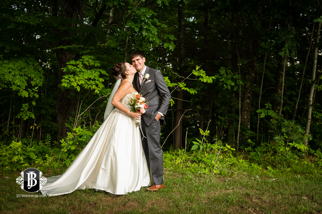 ellie-collin-barn-at-silver-oaks-estate-wedding-photographers-near-winthrop-maine-8.jpg