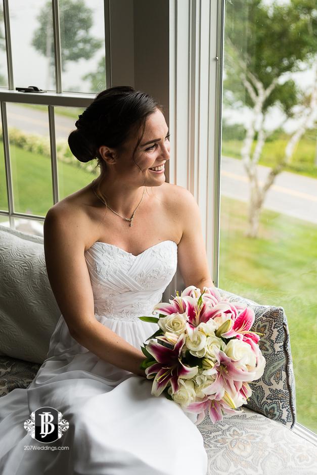 kristin-josh-flaherty-farm-wedding-photographers-near-scarborough-maine-1.jpg