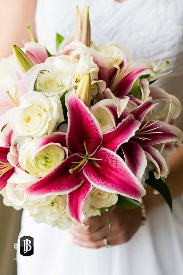 kristin-josh-flaherty-farm-wedding-photographers-near-scarborough-maine-3.jpg