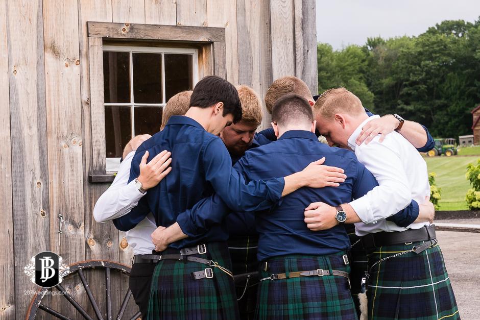 kristin-josh-flaherty-farm-wedding-photographers-near-scarborough-maine-5.jpg