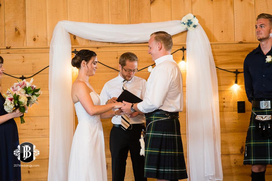 kristin-josh-flaherty-farm-wedding-photographers-near-scarborough-maine-6.jpg