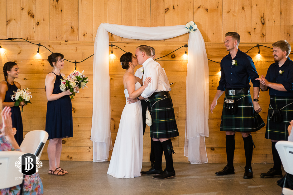 kristin-josh-flaherty-farm-wedding-photographers-near-scarborough-maine-7.jpg