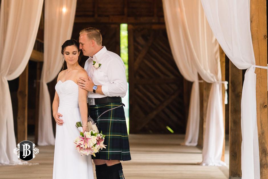 kristin-josh-flaherty-farm-wedding-photographers-near-scarborough-maine-10.jpg