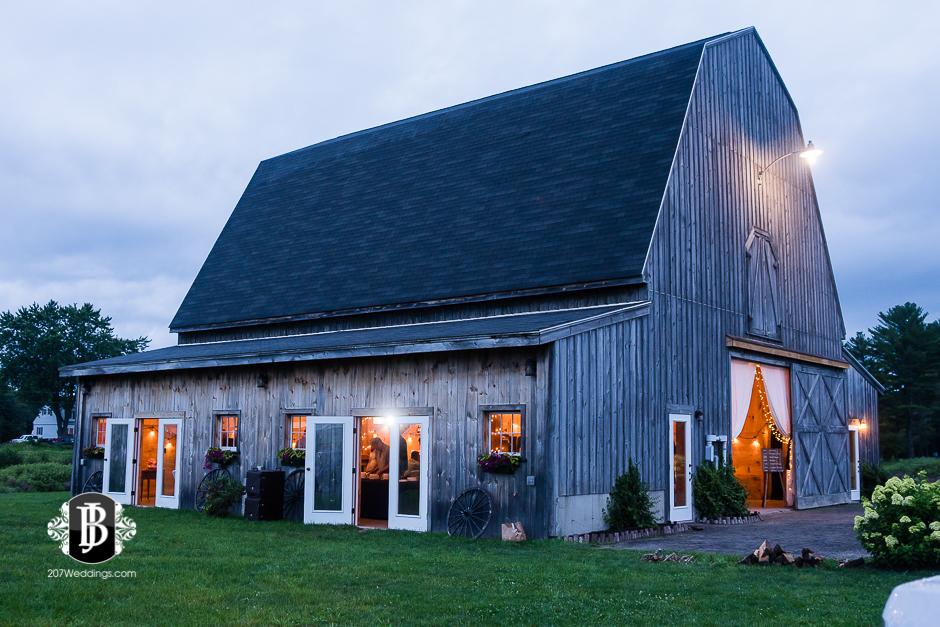 kristin-josh-flaherty-farm-wedding-photographers-near-scarborough-maine-11.jpg