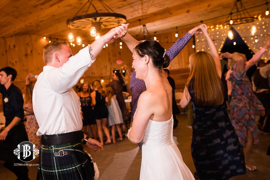 kristin-josh-flaherty-farm-wedding-photographers-near-scarborough-maine-12.jpg