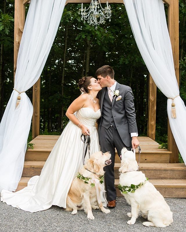 You know I love my couples and their fur babies, and even better when they include them in the wedding!!😍😍💕