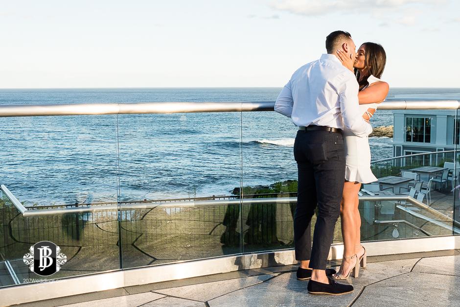 neil-tayla-surprise-proposal-cliff-house-photographers-near-ogunquit-maine-2.jpg