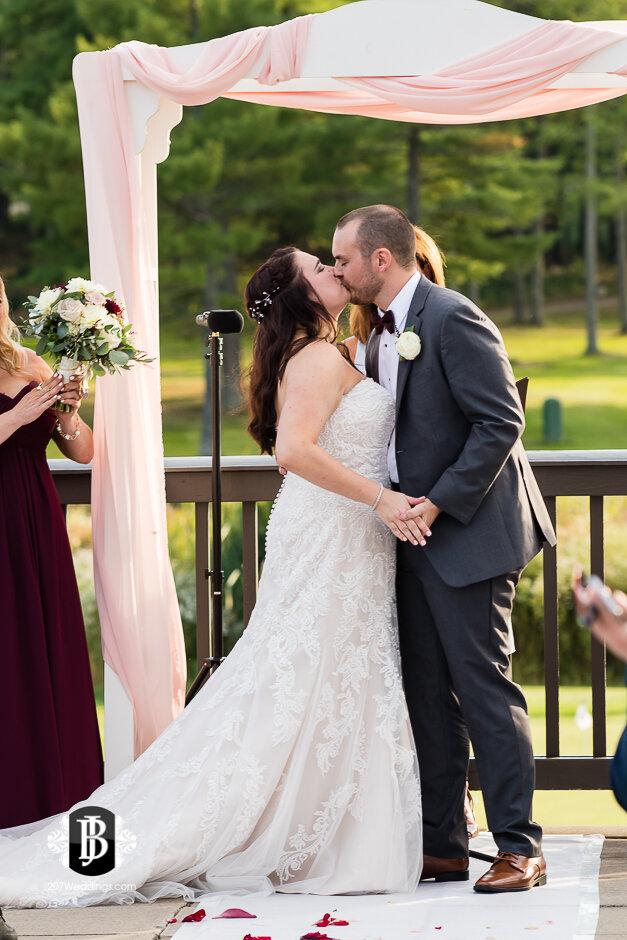 sarah-adam-wedding-woodlands-club-falmouth-maine-wedding-photographer-21.jpg