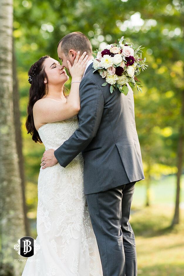 sarah-adam-wedding-woodlands-club-falmouth-maine-wedding-photographer-24.jpg