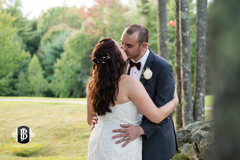 sarah-adam-wedding-woodlands-club-falmouth-maine-wedding-photographer-29.jpg