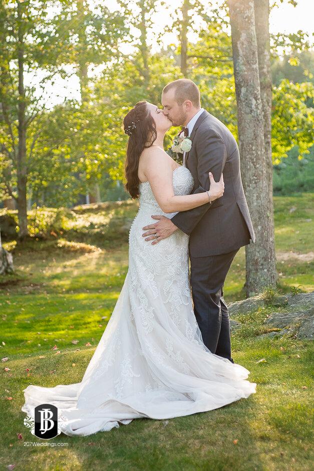 sarah-adam-wedding-woodlands-club-falmouth-maine-wedding-photographer-32.jpg
