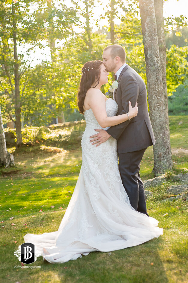 sarah-adam-wedding-woodlands-club-falmouth-maine-wedding-photographer-33.jpg
