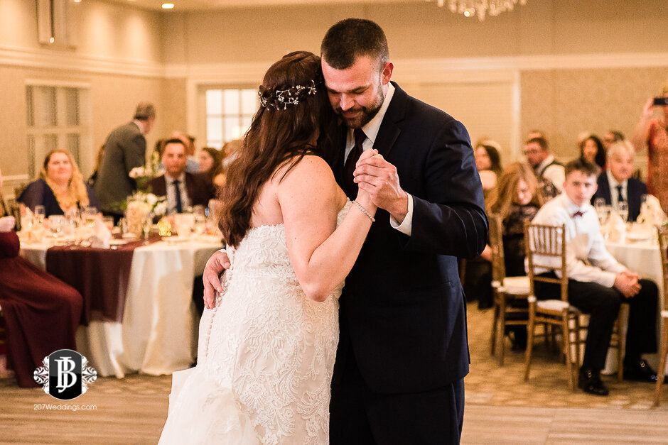 sarah-adam-wedding-woodlands-club-falmouth-maine-wedding-photographer-38.jpg