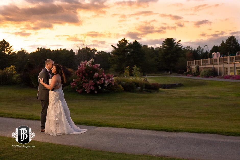 sarah-adam-wedding-woodlands-club-falmouth-maine-wedding-photographer-40.jpg