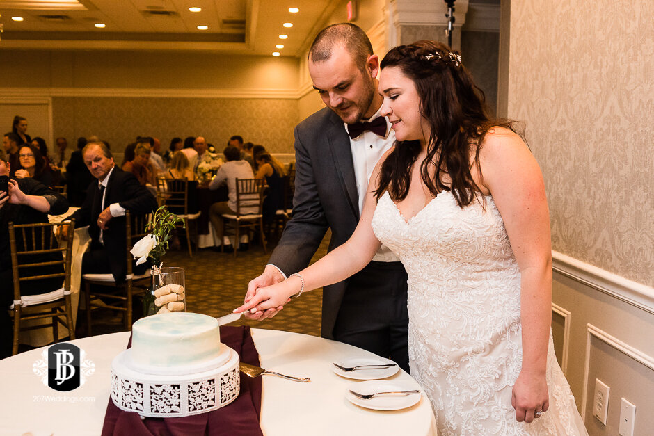 sarah-adam-wedding-woodlands-club-falmouth-maine-wedding-photographer-41.jpg