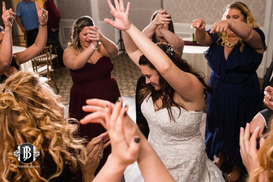 sarah-adam-wedding-woodlands-club-falmouth-maine-wedding-photographer-42.jpg