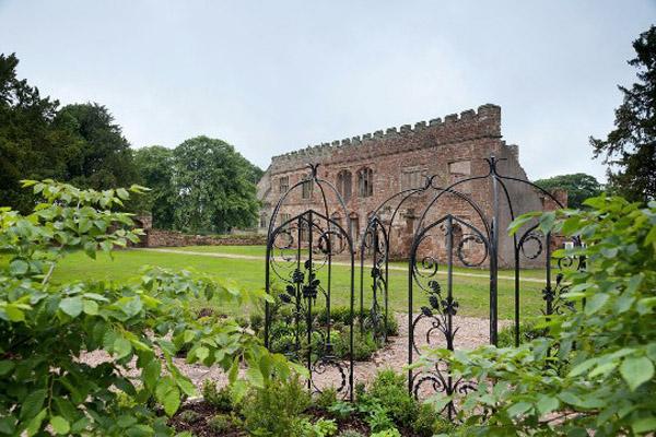 Astley-Castle-garden-Design-Hunter.jpg