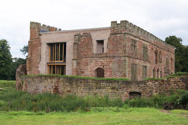 Astley-Castle-exterior2-Design-Hunter.jpg