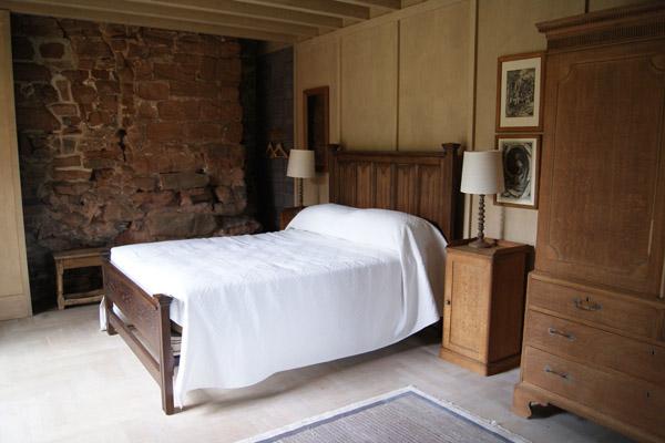 Astley-Castle-bedroom-Design-Hunter.jpg