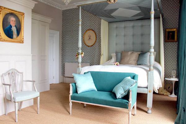 Four_poster_bed_bedroom_Montpellier_House_Cheltenham.jpg